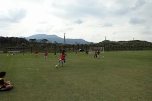 八丈島の小学生サッカーチームとの交流試合