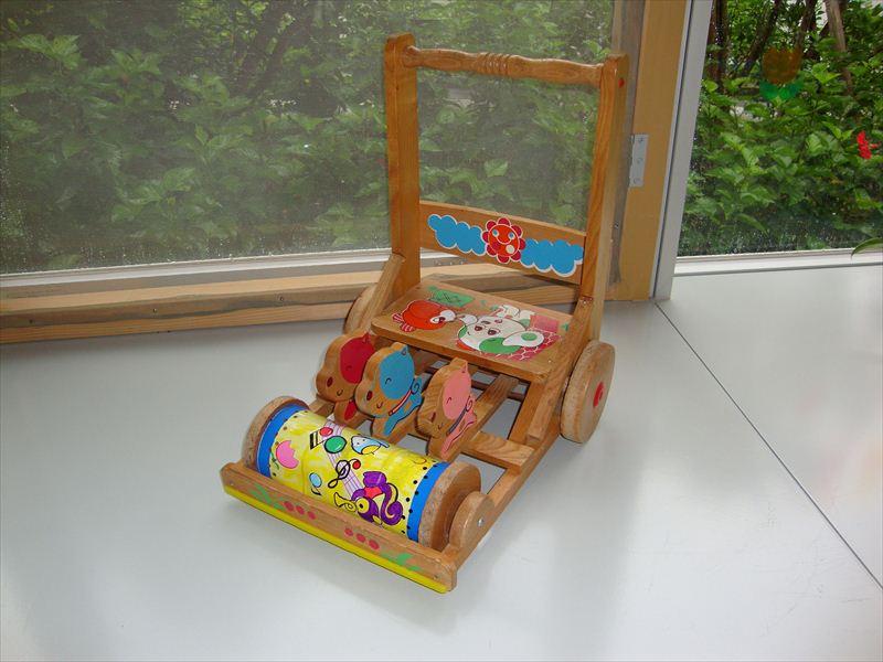 子ども家庭支援センター カタカタ手押し車